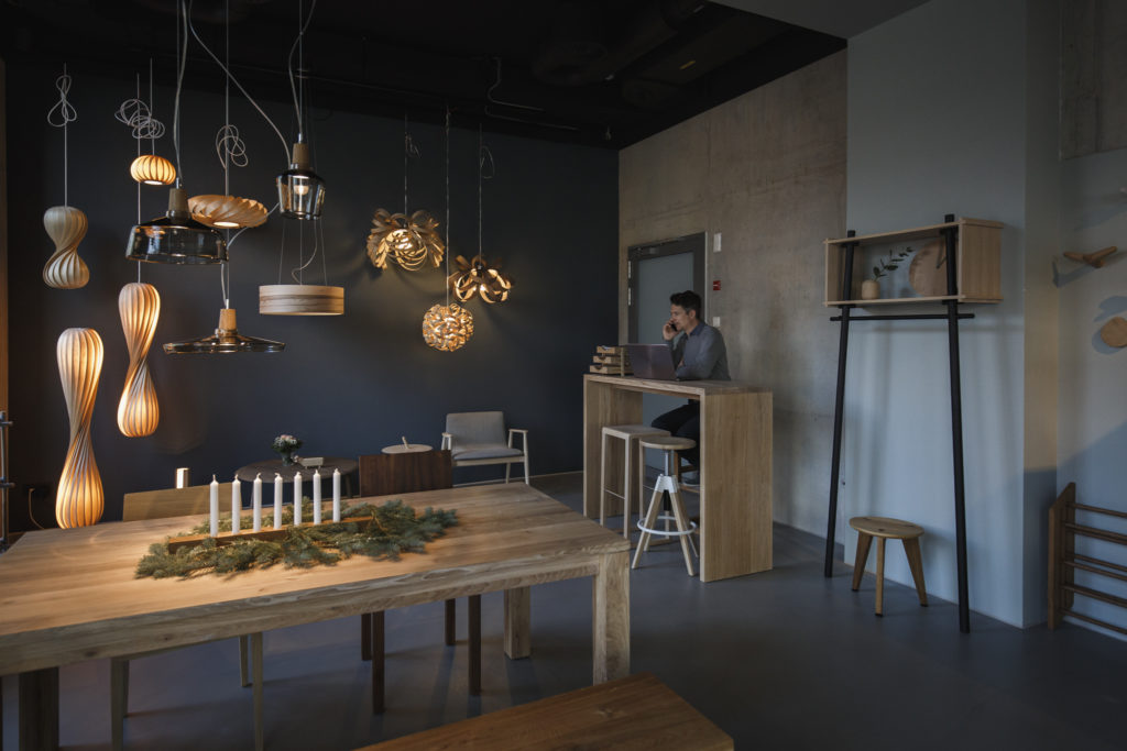 Holz und Hygge Showroom Café für Design Möbel Jena im Winter Inneneinrichtung