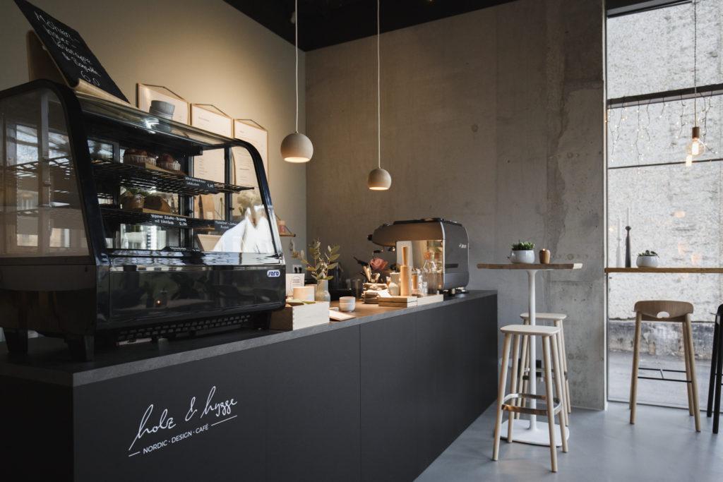 Holz und Hygge Showroom Café für Design Möbel Jena Deko und Möbel aus Holz