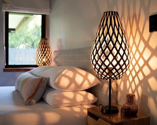 Holz und Hygge Möbel Jena Showroom Shop Nachttischlampe Bambus Schwarz David Trubridge Koura